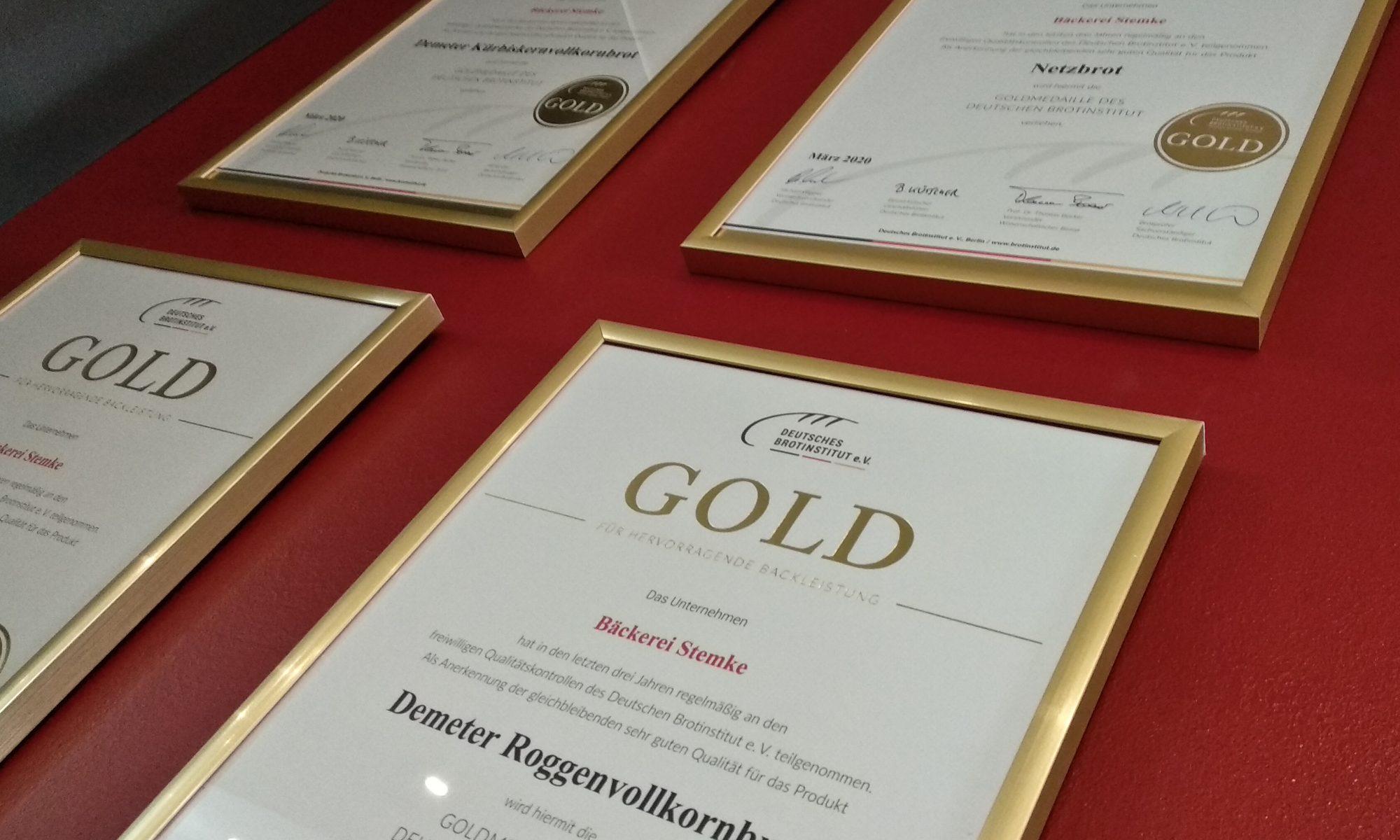 Zertifikate von mit mit Gold ausgezeichneten Broten